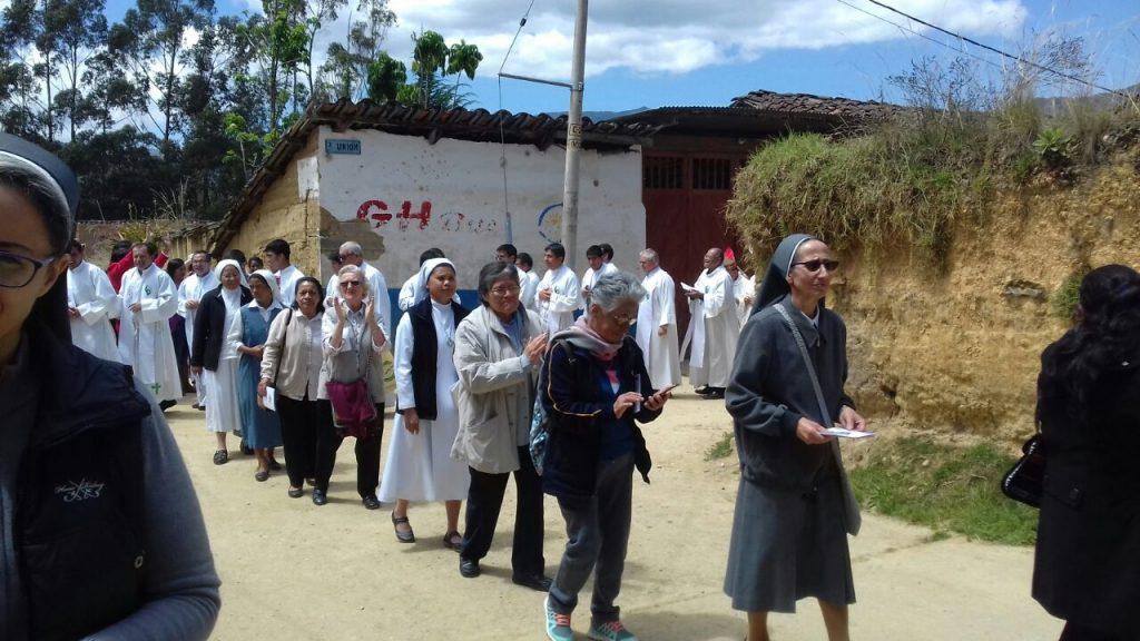 Caminando hacia la parroquia3